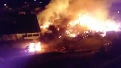 Photo of Erzurum'da çıkan yangının alevleri geceyi aydınlattı